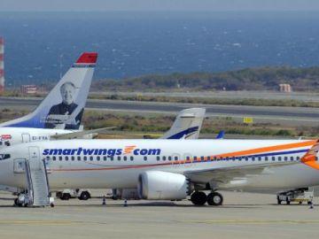 Aviones modelo Boeing 737 MAX 8 en un aeropuerto