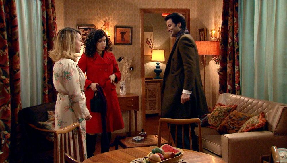 Gabriel se presenta en casa de Luisita y Amelia