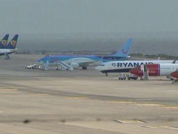 Mil pasajeros retenidos en Canarias por la crisis de los Boeing 737