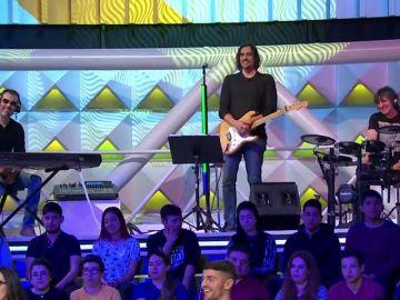 La Banda de 'La Ruleta de la Suerte' gusta y se gusta con una canción de Carlos Rivera