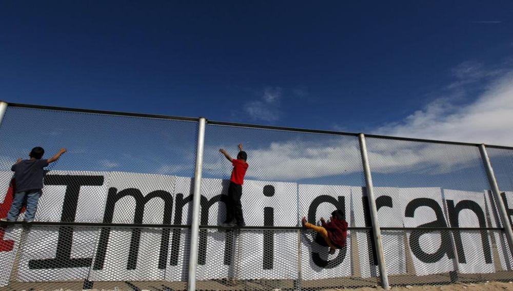 Migrantes en la frontera entre EEUU y Mexico