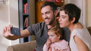 Iñaki, Carmen y su hija Elaia en la quinta temporada