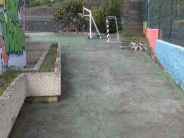Humedades,interruptores sin proteger en un colegio de La Palma