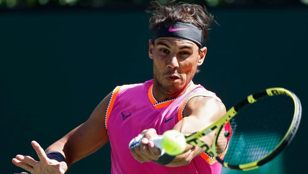 Rafa Nadal, en acción ante Khachanov