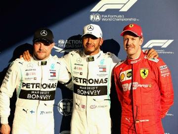 Hamilton, acompañado de Bottas y de Vettel