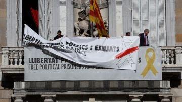 Pancarta en la Generalitat