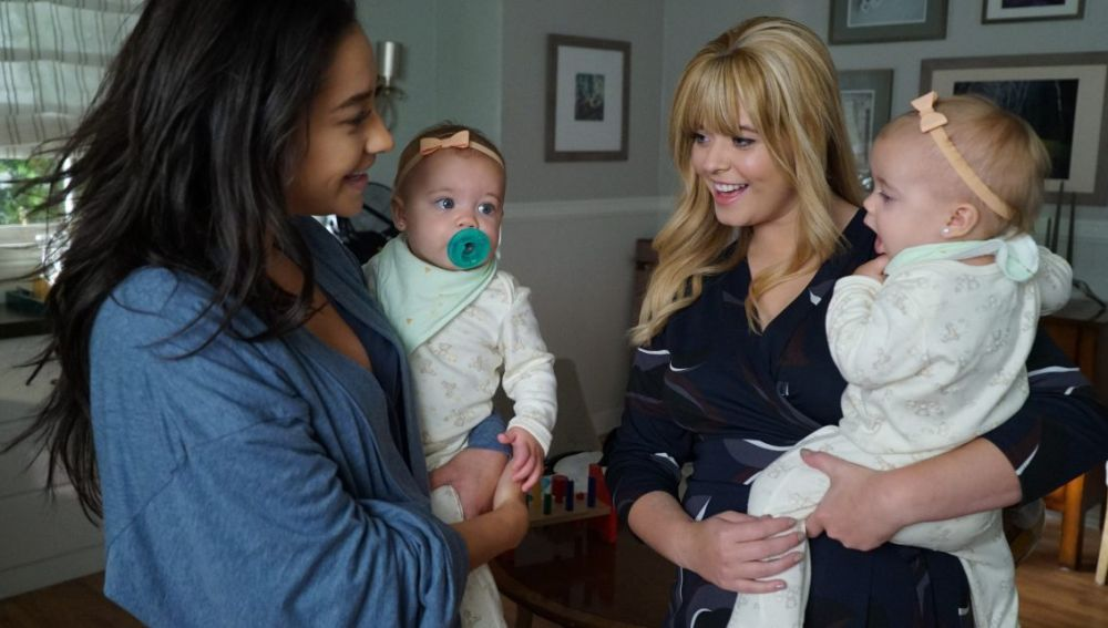 Emily y Alison al final de 'Pequeñas mentirosas'