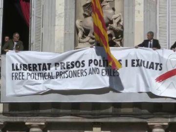 La Junta Electoral ordena a los mossos retirar las pancartas