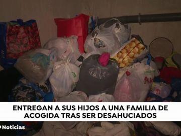 REEMPLAZO Una familia desahuciada duerme en las urgencias de un hospital