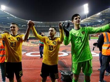 Hazard y Courtois tras un partido de Bélgica