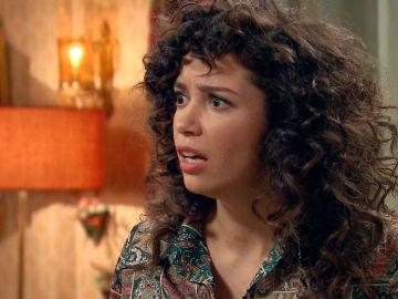 Amelia se enfada con Luisita al intentar sorprenderla