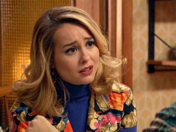 Luisita trata de consolar a Amelia al descubrir lo que echa de menos a su madre