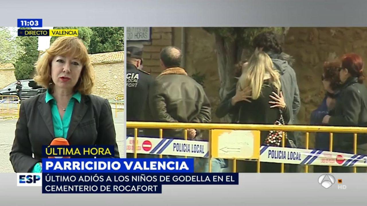 Dolor e impotencia en el funeral de los ni os asesinados for Antena 3 espejo publico hoy