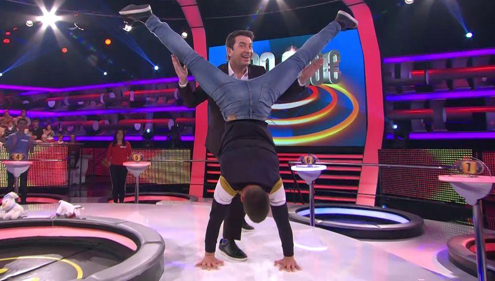 Un concursante sorprende a Arturo Valls con una demostración de 'work out'