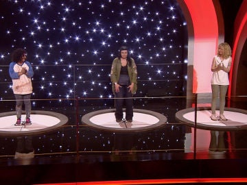 'La raja de tu falda' da la victoria a Nuria sobre Vicky en Acierta o apuerta