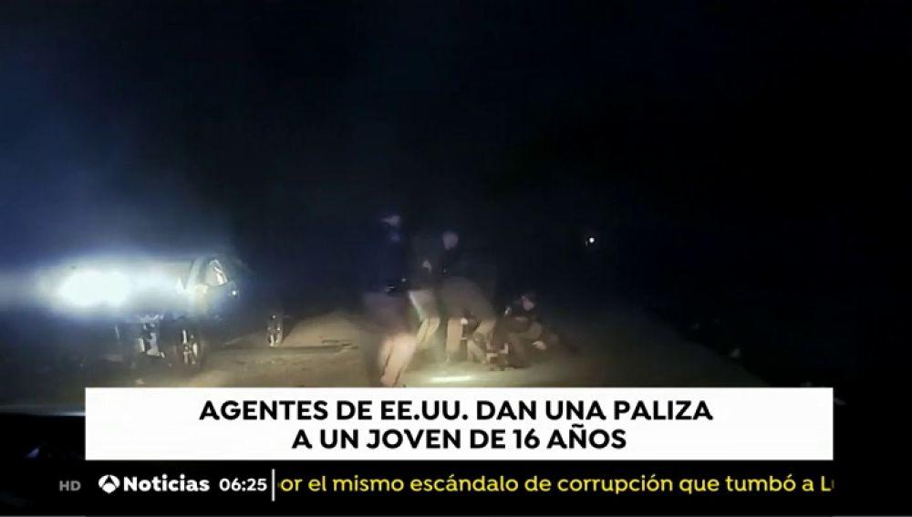 Unos policías agreden a un joven en EEUU
