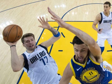 Luka Doncic, en acción ante los Warriors