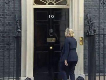 Theresa May convoca a sus ministros para una reunión especial
