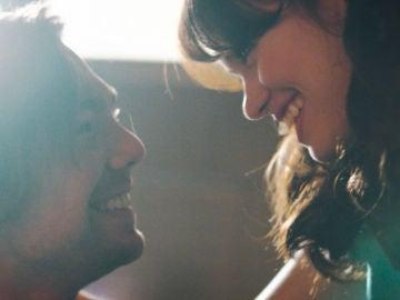 VÍDEO: Complicidad y miradas entre Robert y Maribel