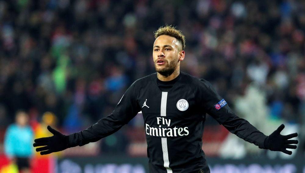 """Deportes Antena 3 (25-03-19) El padre de Neymar: """"Estamos trabajando en una renovación con el PSG"""""""