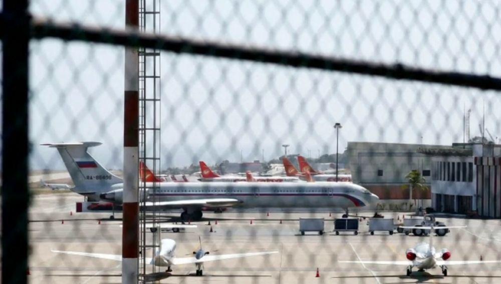 Dos aviones rusos aterrizan en Venezuela con 100 militares a bordo