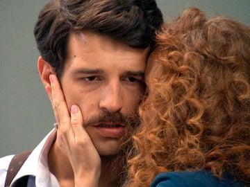 """Carlos recibe un nuevo golpe: """"Tu madre lo sabe todo"""""""