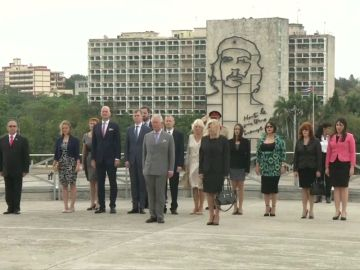 El Principe Carlos y su esposa Camila llegan a Cuba en su primera visita oficial