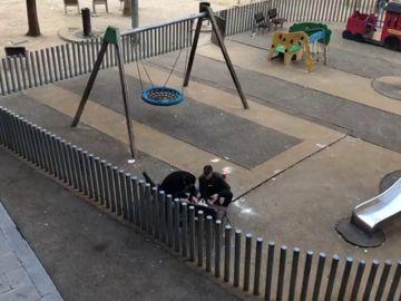 Los vecinos de Raval de Barcelona denuncian el consumo de dogas a plena luz de día en parques infantiles