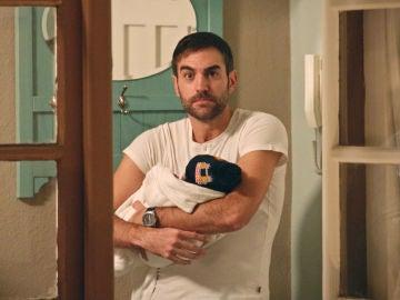 """Carmen se queda en shock al ver a Iñaki con un bebé: """"Este es Jon, mi hijo"""""""