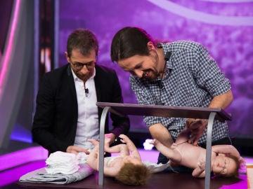 Un mitin político con sus gemelos, la situación límite de Pablo Iglesias en 'El Hormiguero 3.0'