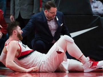 Jusuf Nurkic, tras lesionarse gravemente en su pierna izquierda