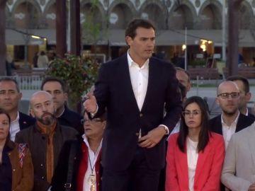 """Rivera propone a Casado un gobierno de coalición """"para echar a Sánchez"""" de la Moncloa"""