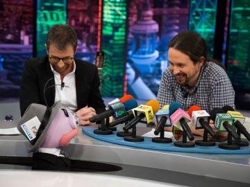Pablo Iglesias se enfrenta a la 'rueda de prensa ibérica' de Trancas y Barrancas