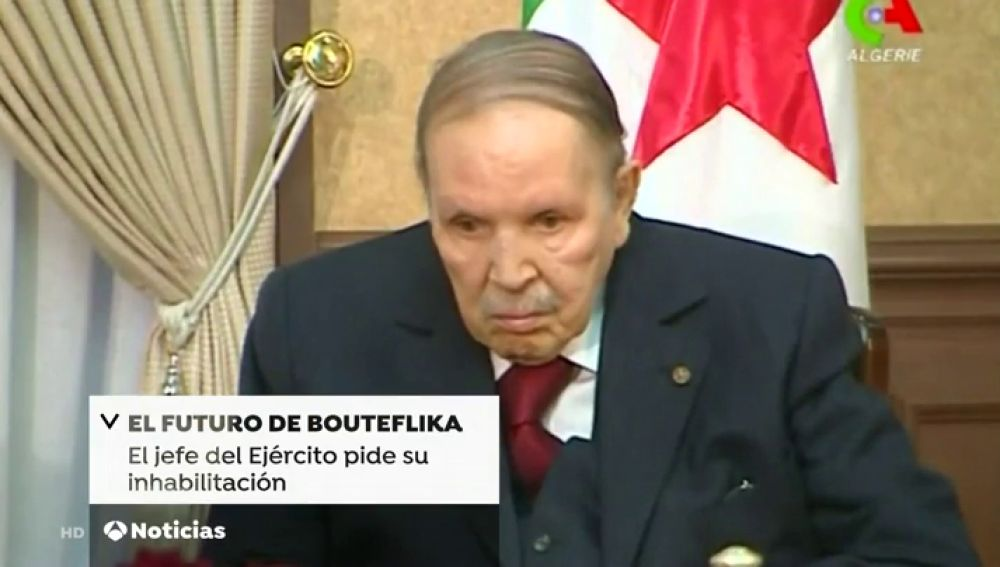 El jefe del Ejército de Argelia pide la inhabilitación del presidente Bouteflika
