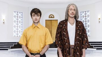 Daniel Radcliffe y Steve Buscemi en 'Miracle Workers'