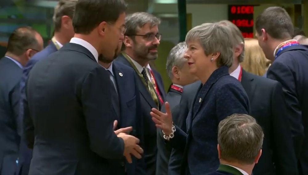 May dimitirá antes de la segunda fase de negociación con la UE a cambio de que apoyen su acuerdo de retirada