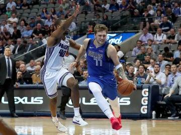 Luka Doncic, en acción contra los Kings