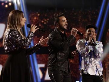 VÍDEO: Luis Fonsi canta 'Quisiera poder olvidarme de ti' con María Espinosa y Lion en los Directos de 'La Voz'