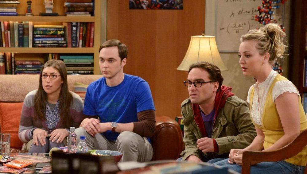 Amy, Sheldon, Leonard y Penny en 'The Big Bang Theory'