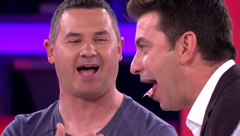 Óscar enseña a Arturo Valls cómo saborear el buen jamón ibérico en '¡Ahora caigo!'