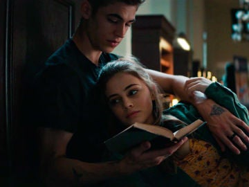 Hero Fiennes-Tiffin y Josephine Langford en 'After'
