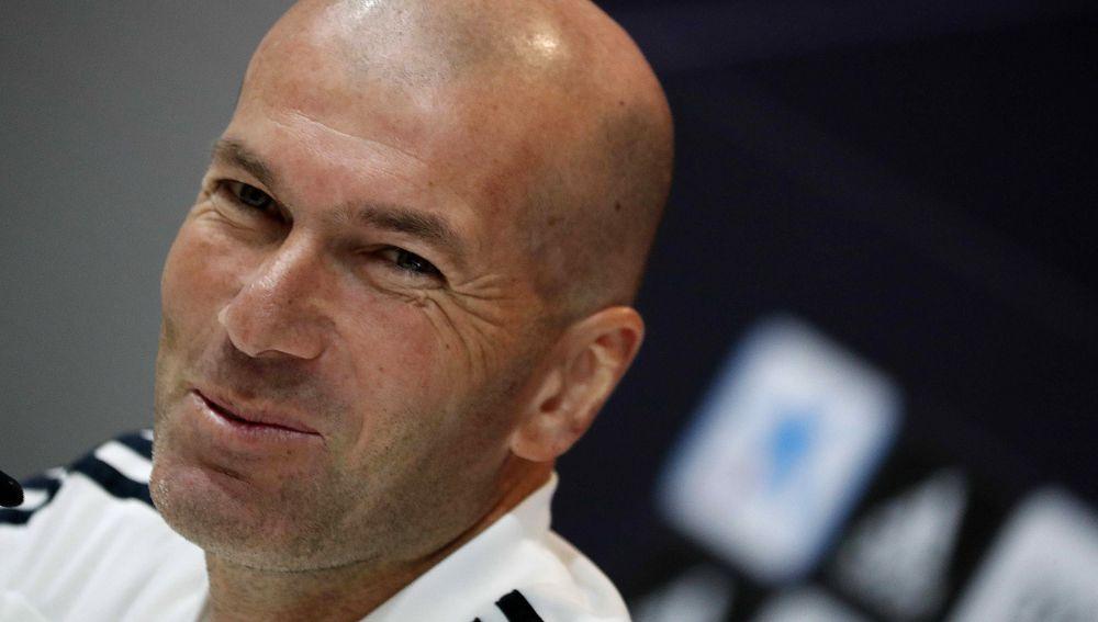 Zidane sonríe en rueda de prensa