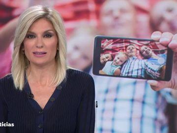 Sandra Golpe presentando Antena 3 Noticias 1