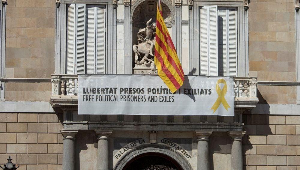 A3 Noticias 2 802-04-19) El TSJC acuerda investigar a Torra por desobediencia al mantener los lazos amarillos en edificios públicos
