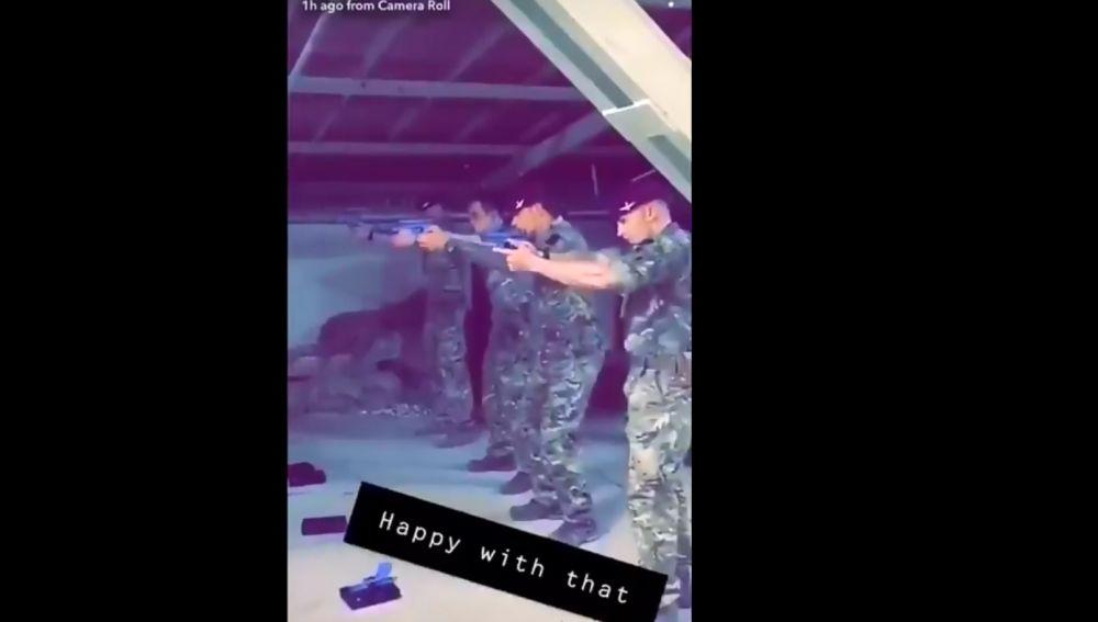Los cuatro soldados que disparan