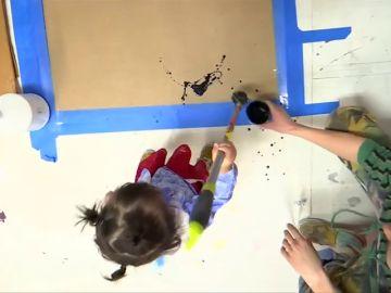 Lola June, la niña de dos años que vende cuadros por miles de euros