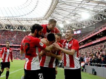 Los jugadores del Athletic celebra el 1-0 ante el Levante, obra de Yuri