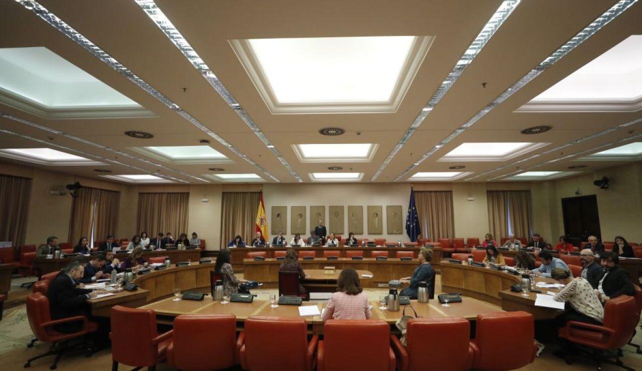 laSexta Noticias 20:00 (03-04-19)  El Gobierno consigue sacar adelante la aprobación de sus decretos en la Diputación permanente