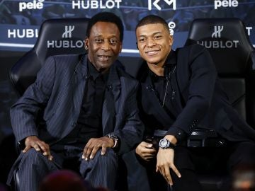 Pelé y Mbappé, en un encuentro en París