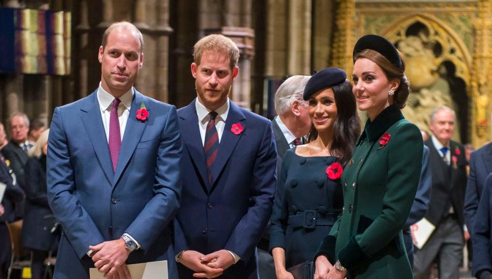 Meghan Markle y el príncipe Harry junto a Kate Middleton y el príncipe Guillermo